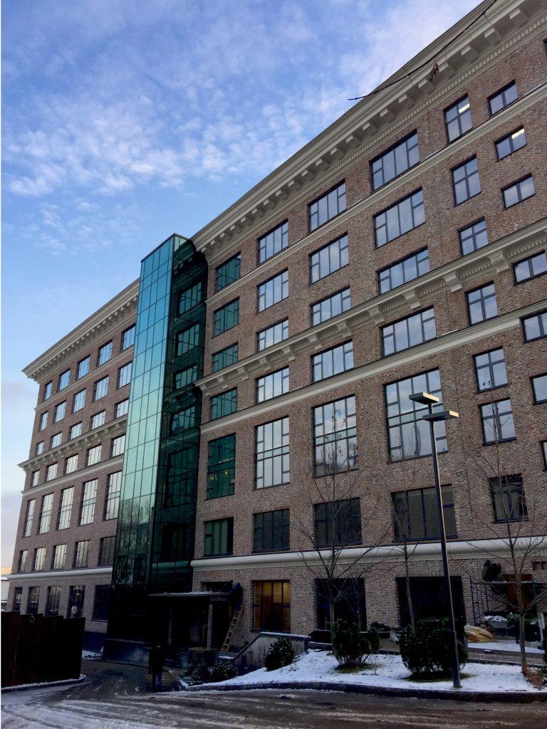архитектурный карниз фасада здания из сфб