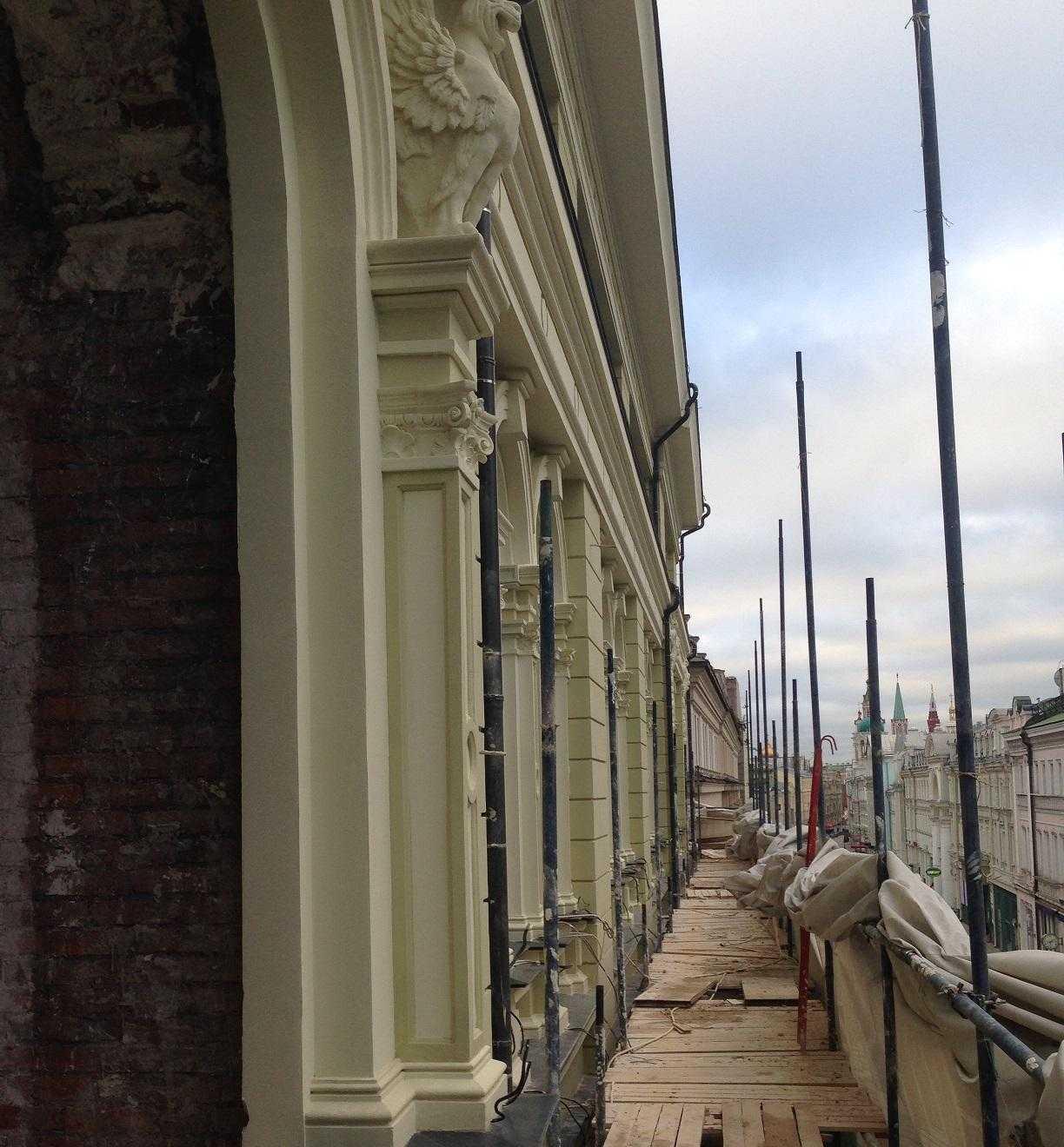 монтаж декора из стеклофибробетона центральный фасад