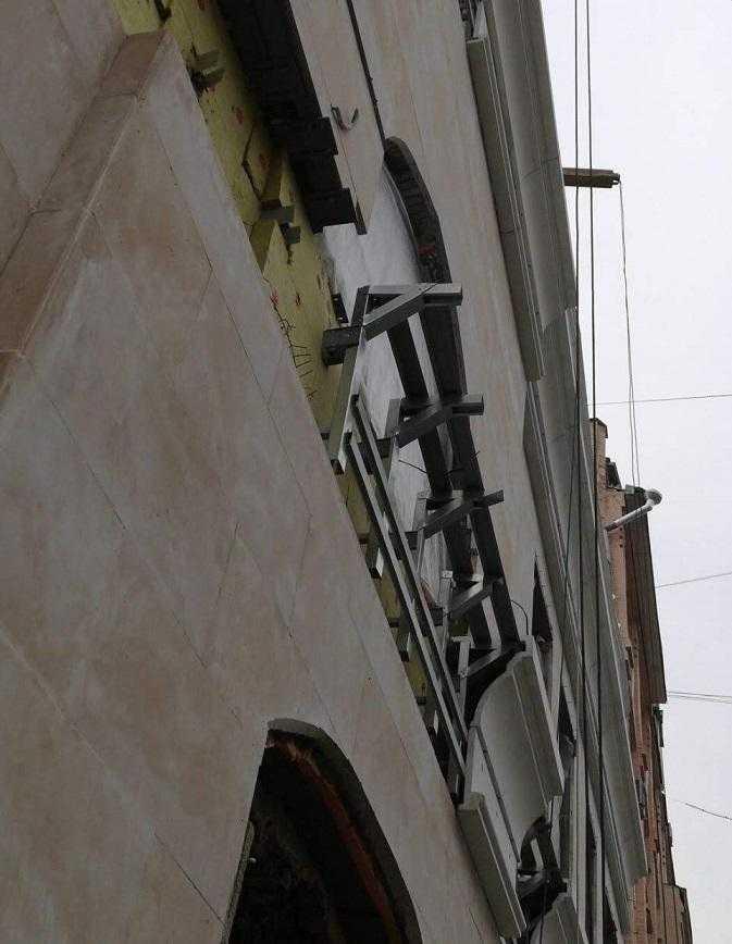 Монтаж фасадного декора из стеклофибробетона.